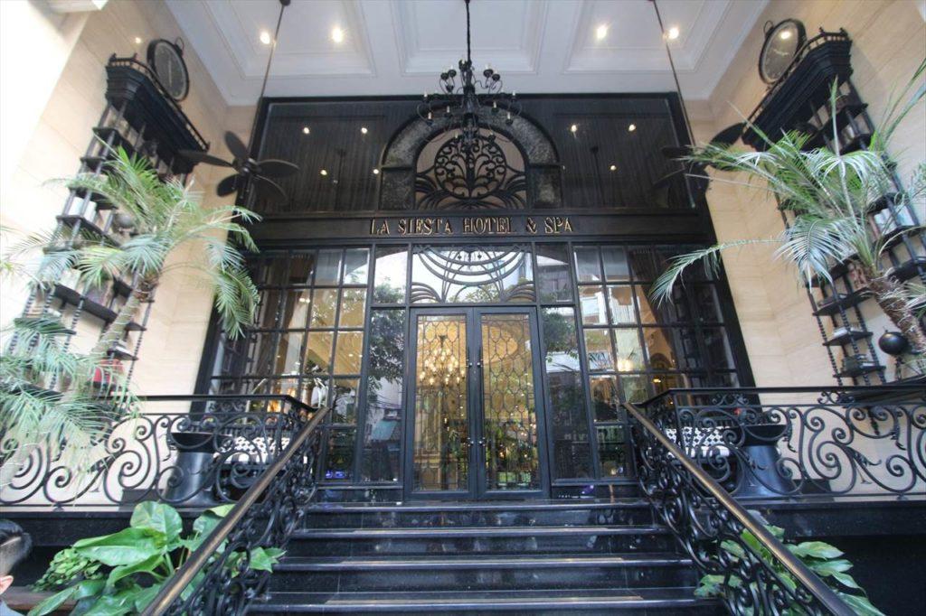 人気ホテル「ラシエスタホテル」の直営レストランバー