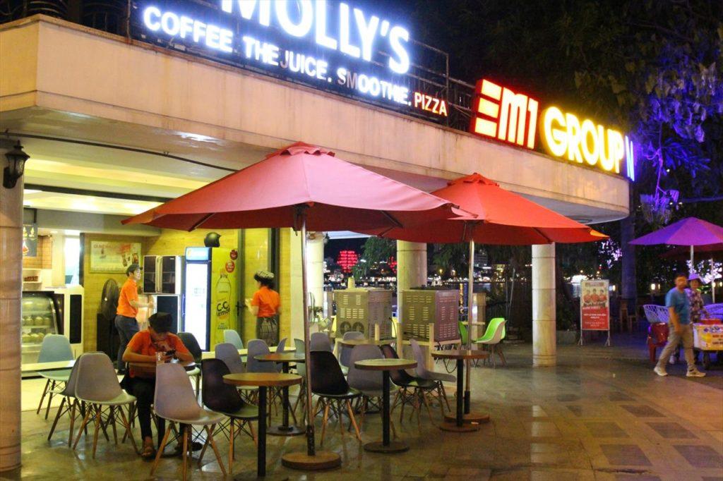 オープンカフェでリゾートな雰囲気を満喫