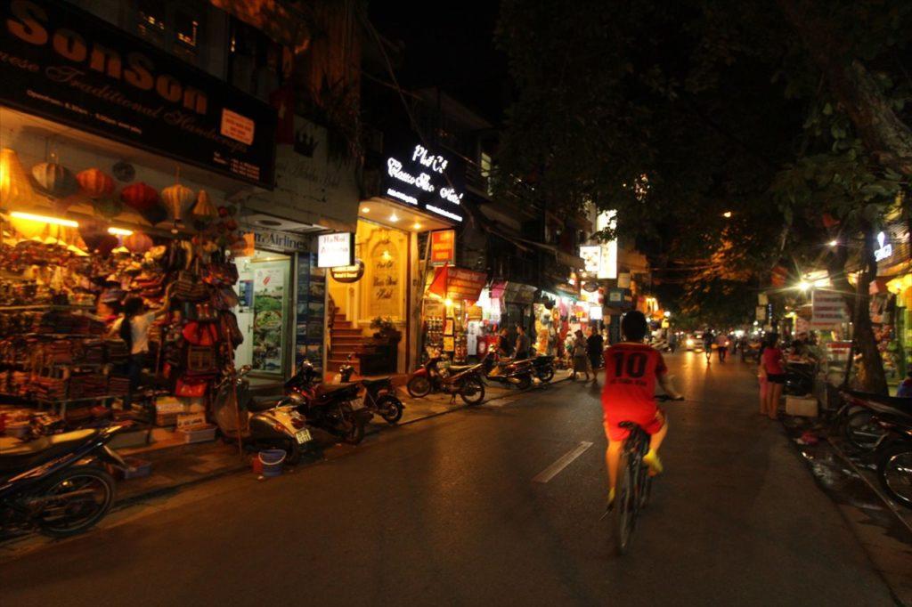 日中は平和だけど、夜の女子一人歩きは危険「旧市街」