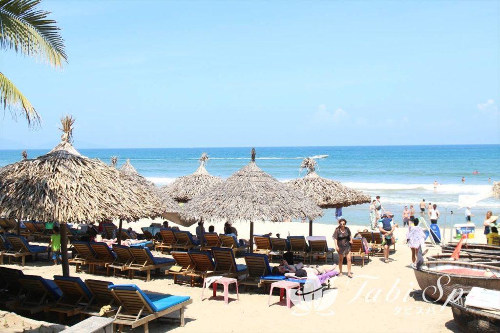 15:30~16:30:ホイアンで一番人気の「アンバンビーチ」で南国気分