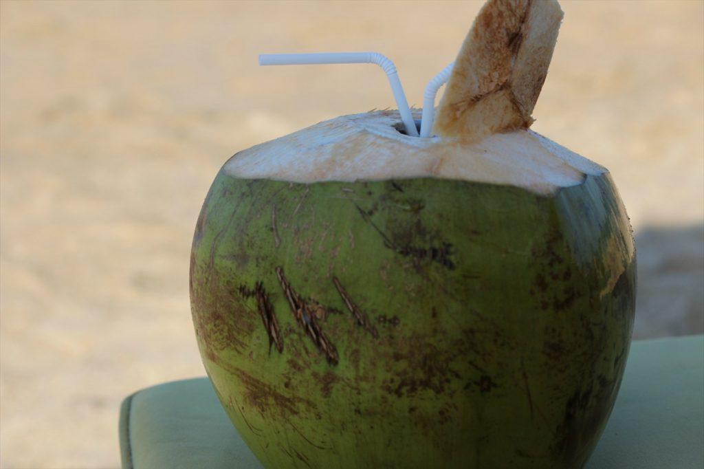 やっぱりココナッツジュースは欠かせない!