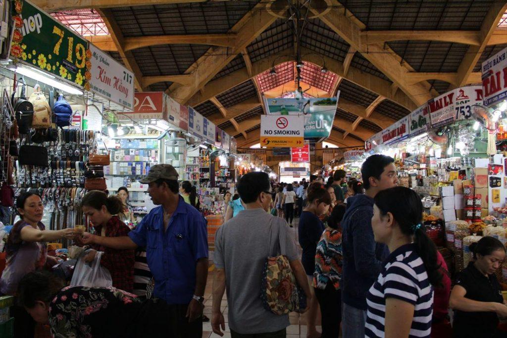10:45~:巨大屋内マーケット「ベンタイン市場」で買い物