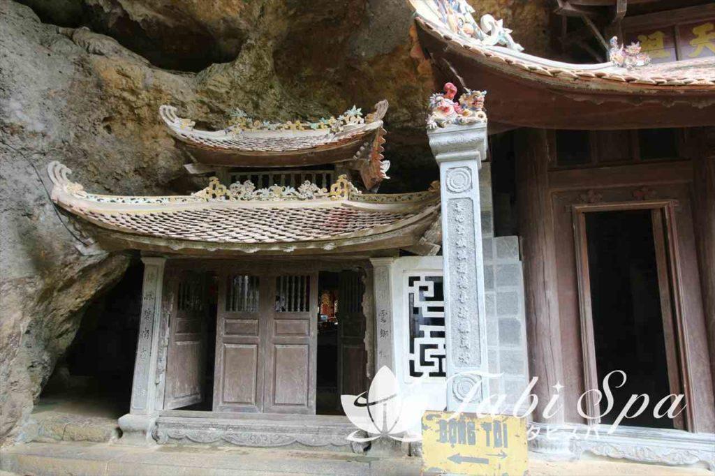 900年の歴史が紡ぐ祠堂と自然景色を愛でる