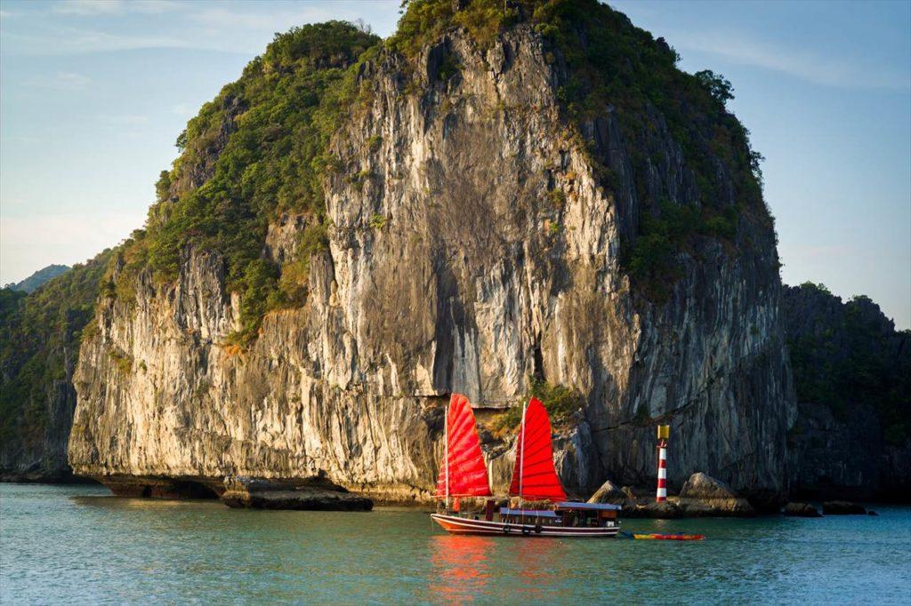 1位 ベトナム最大の世界遺産を「ハロン湾」