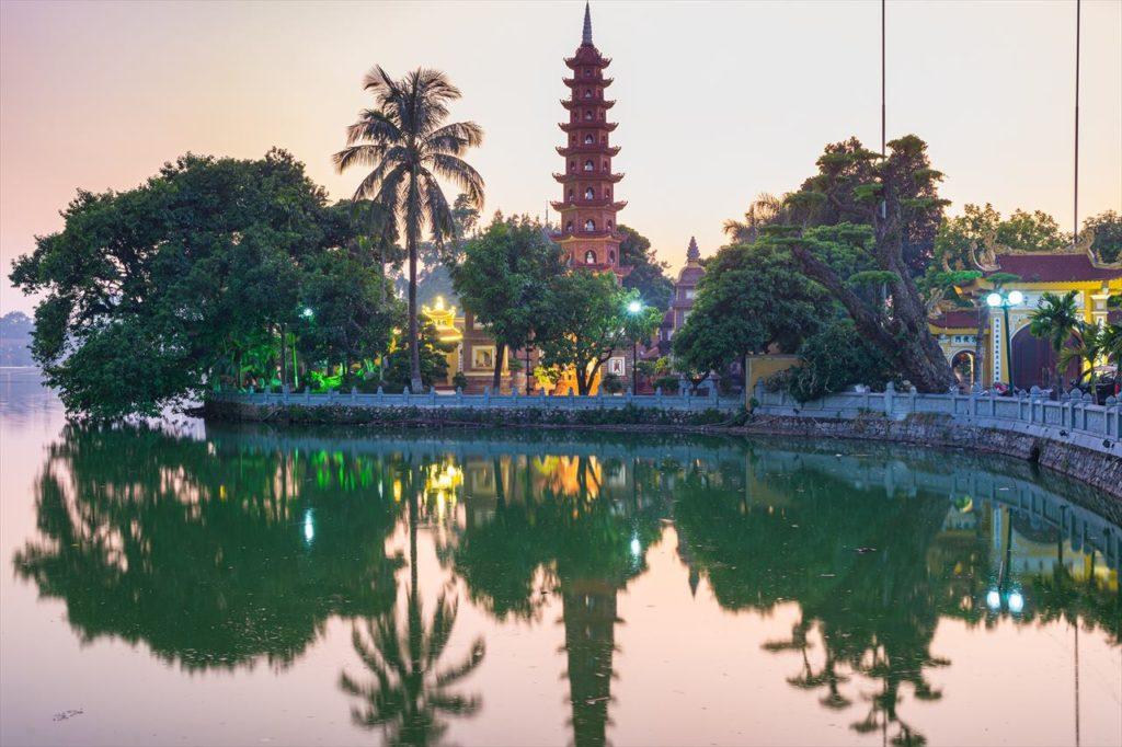 10:15~:タイ湖の観光スポット「鎮国寺」を見学