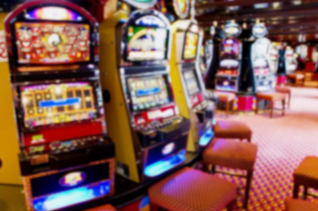 ハノイの夜は大人の時間。「カジノ」で明日の旅費を稼いでみては