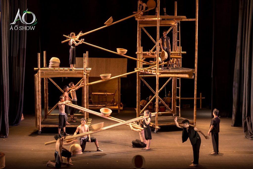 夜はオペラハウスでベトナムの伝統を鑑賞「ラントイ(Lang Toi)」