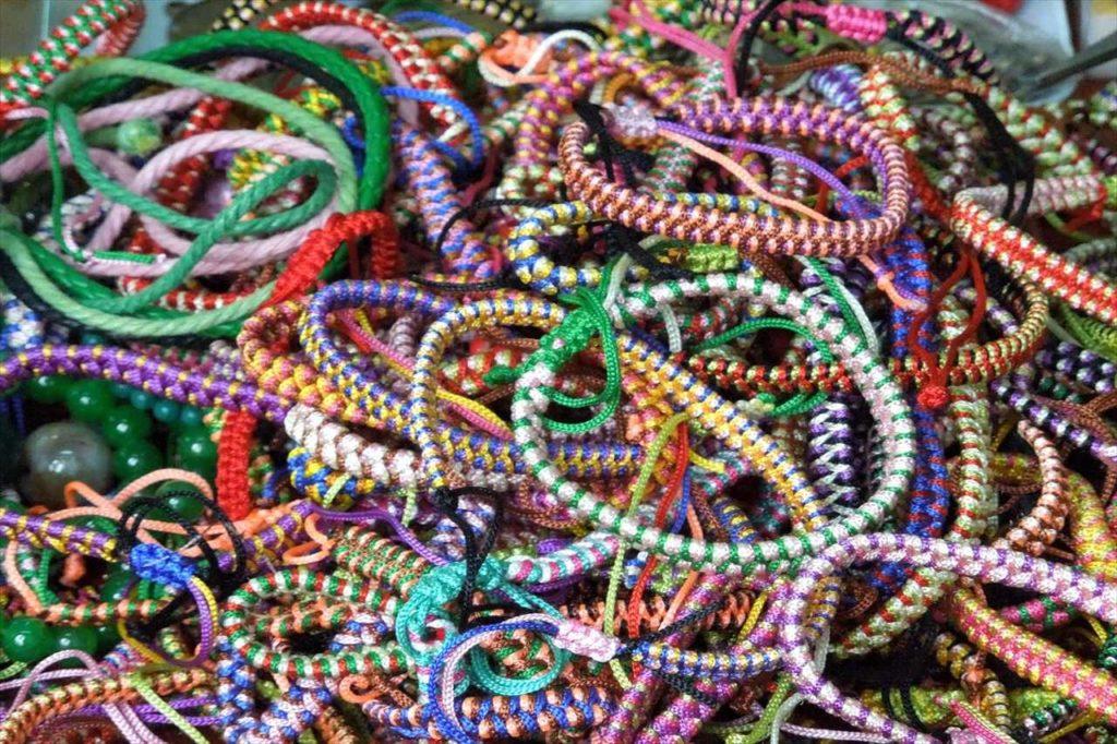 ばらまき土産② 市場の王道雑貨!「数珠&腕輪」