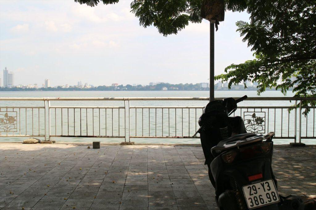 10:00~:タイ湖で湖畔を散歩