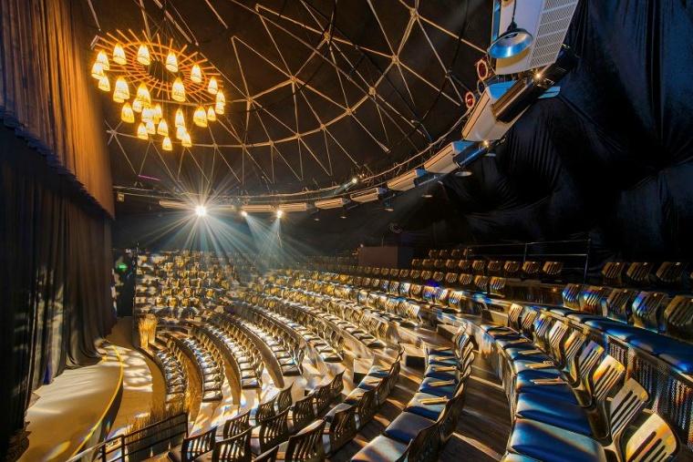 幻想的なホイアンの夜にぴったりの大劇場