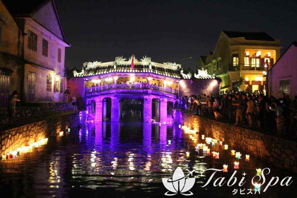 1位:幻想的な雰囲気にとっぷり浸る「夜のホイアン旧市街」
