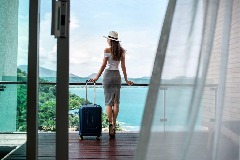 個人旅行者は要注意。ホテル宿泊料金は値上がりする