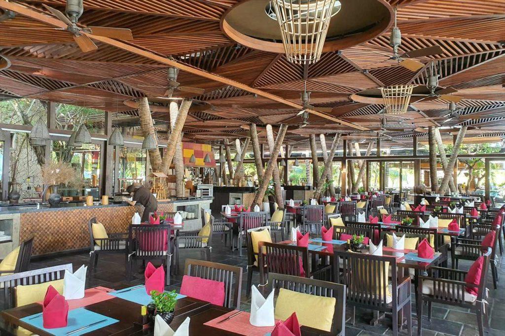 レストラン会場は1つだけど、広々としてアジアらしい雰囲気