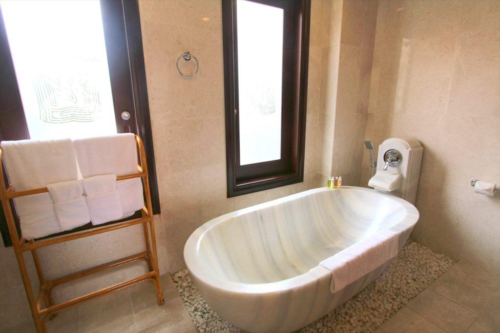 大理石でできたお風呂