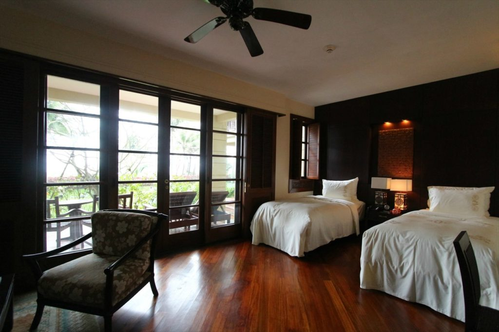 寝室はベトナムらしい伝統建築