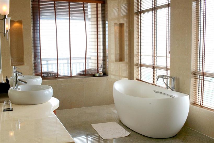 お風呂もなんとも言えない豪華さが感じられる