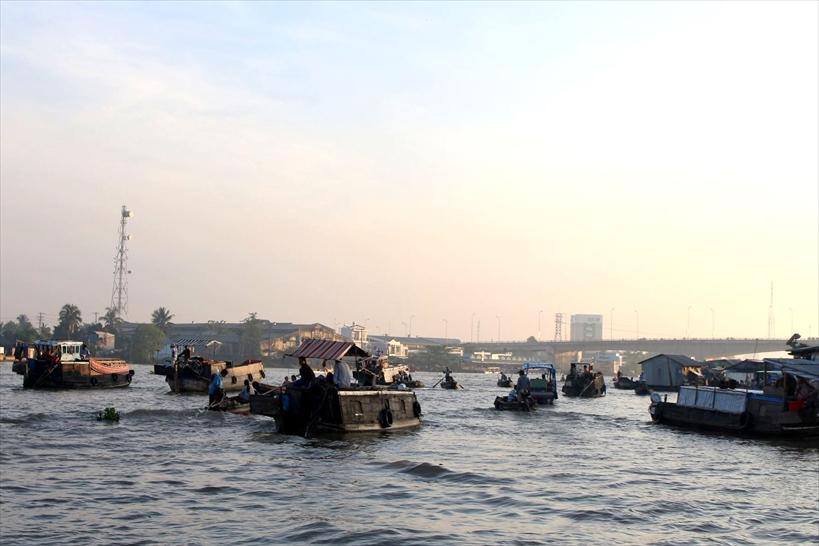 8.最もベトナムらしい風景!メコン最大の観光地「カントーの水上市場」
