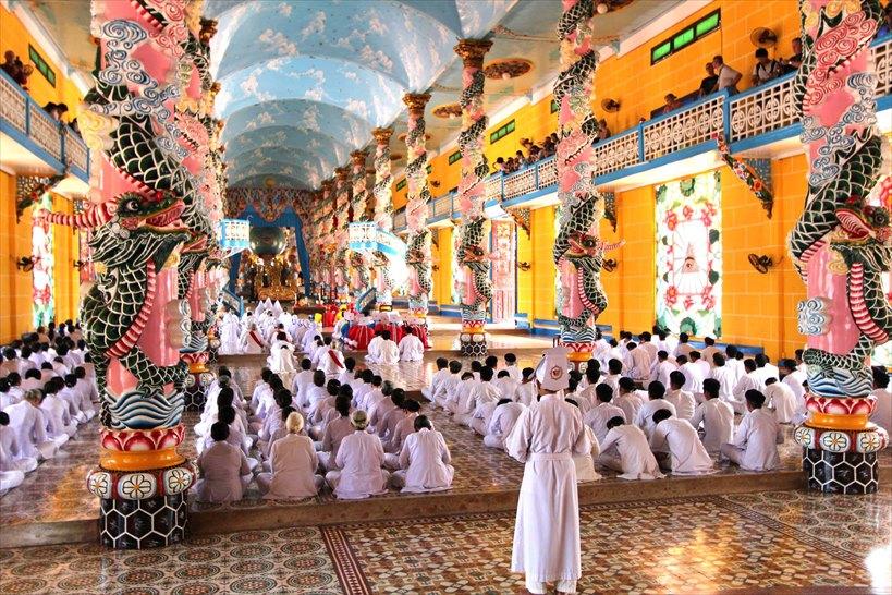 ホーチミンから日帰り旅行でベトナムの摩訶不思議に出会う。カオダイ教総本山の1つ目風景