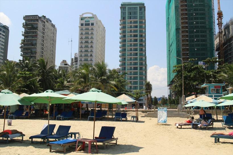 ダナンのビーチで最も賑わう「ミーケービーチ」