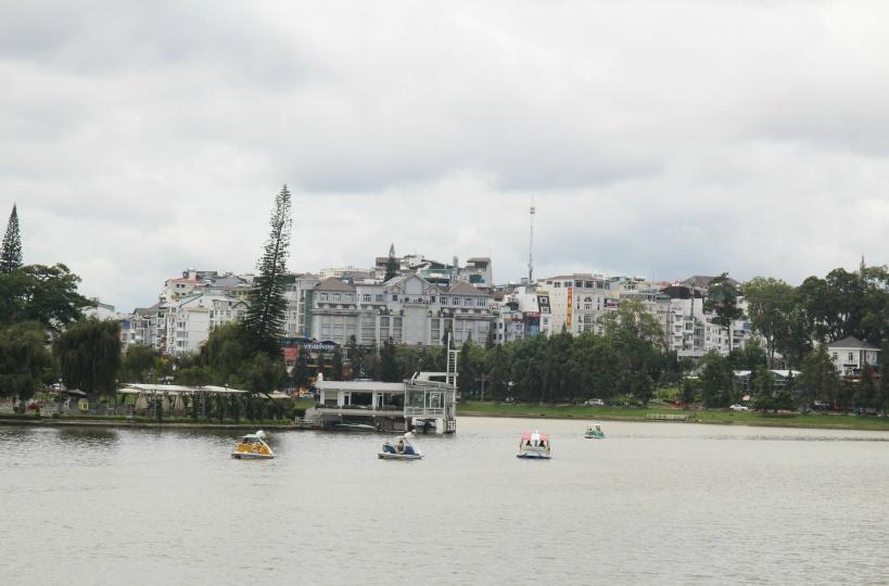 ダラット市街地に広がる湖