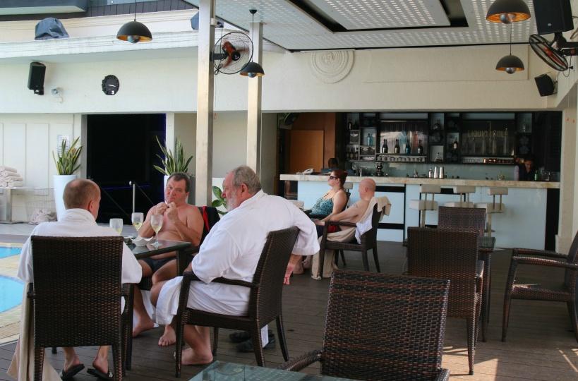ルネッサンスリバーサイドホテルのプールサイドバー
