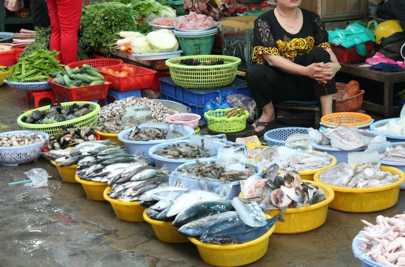 11:30 ホンガイ市場散策