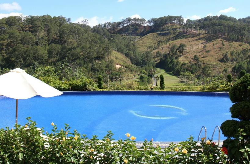 スイスベルリゾートホテルの魅力!2つのプール