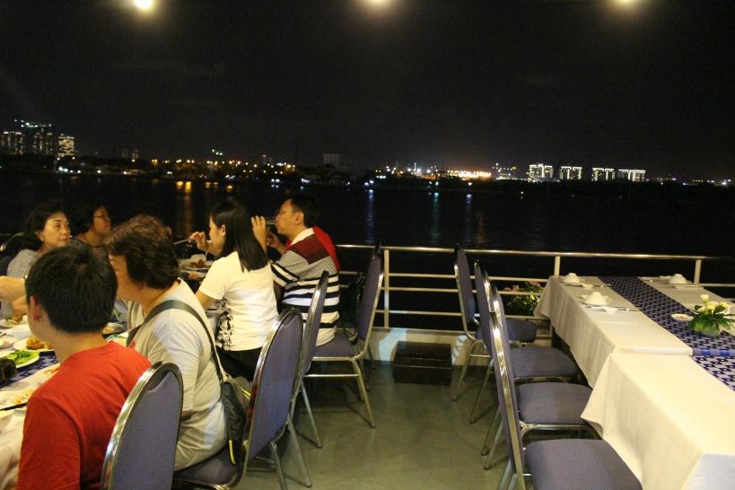 19:45 ディナークルーズ船に乗船