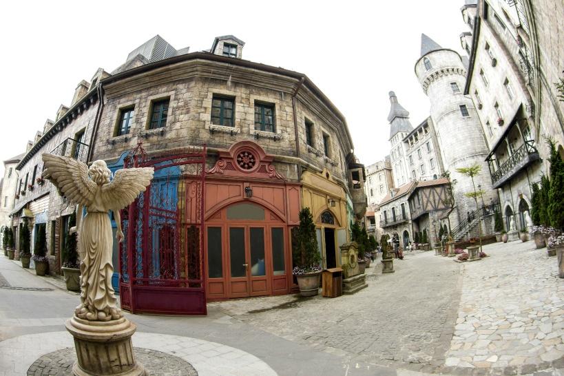 中世フランスの町並み(フレンチヴィレッジ)へ