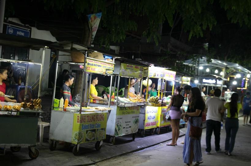 19:30 ナイトマーケットの散策(ガイド同行なし)