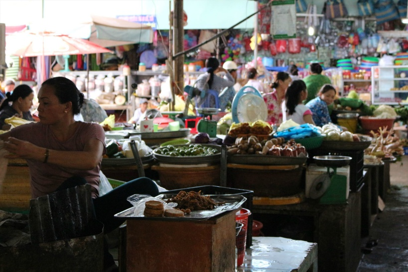 11:00 ベトナムらしいアジアンな時間を「ドンパ市場」の見学