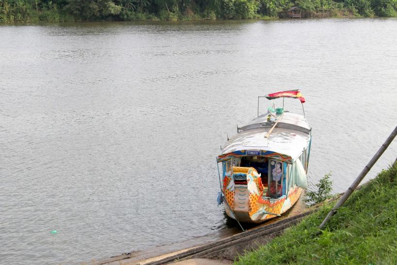 この屋形船のようなボートで遊覧