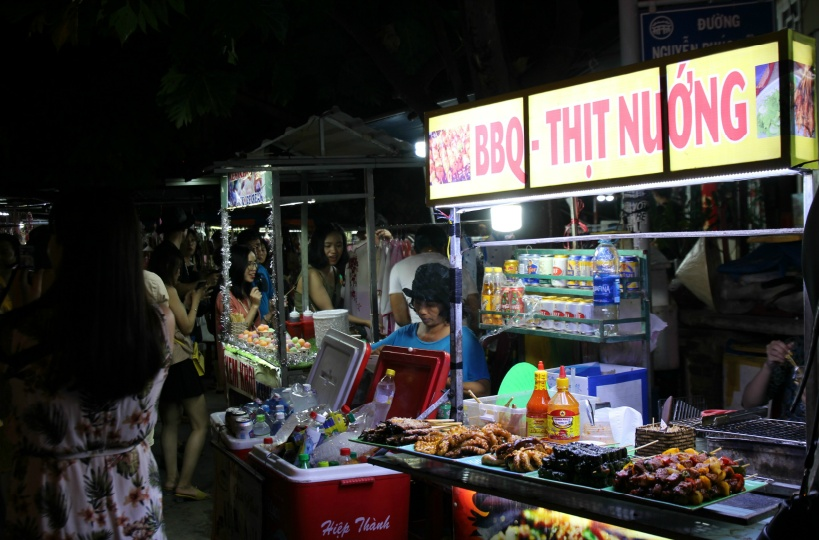 ホイアンのナイトマーケットを散策