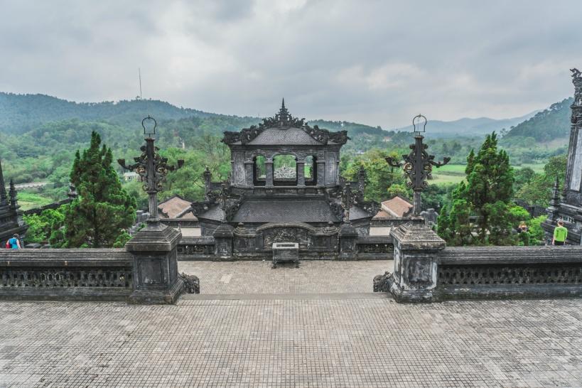 10:30 フエの世界遺産「カイディン帝廟」の見学