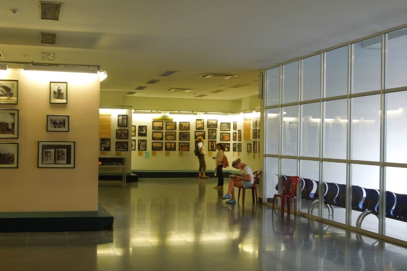 10:55 「戦争証跡博物館」。ベトナム戦争の悲劇を物語る。日本人写真家の作品も展示