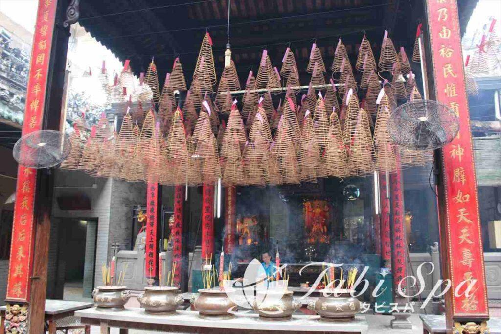 13:30 中華街チョロンの名所「ティエンハウ寺(天后宮)」へ