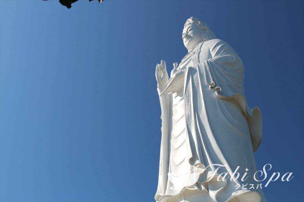 9:30~9:45/14:15~14:30:リンウン寺の観光。絶景オーシャンビュー!