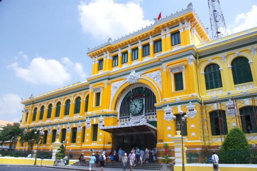 10:00/15:10 フランスの駅舎をイメージしたお洒落な「中央郵便局」