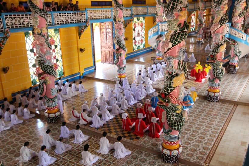 カオダイ教の礼拝の様子