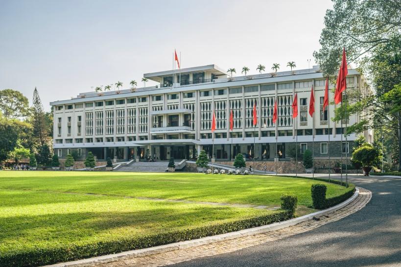 9:10/14:10 ベトナム戦争終結の場所。「統一会堂」の見学